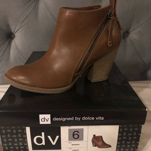 DV khaki boots
